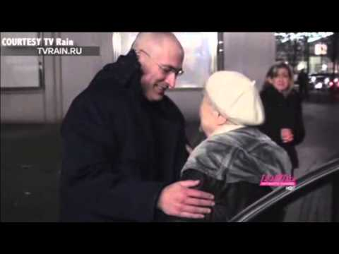 Mikhail Khodorkovsky Has Emotional Reunion With Parents