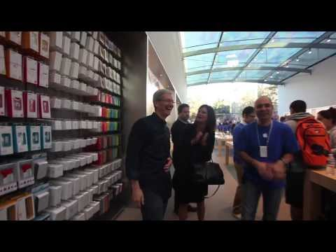iPhone 5s Launch with Tim Cook at the Palo Alto Apple Store