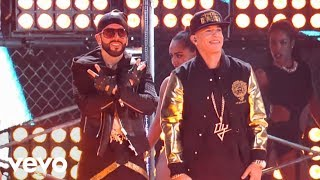 Yandel ft. Daddy Yankee - Moviendo Caderas (En Vivo)