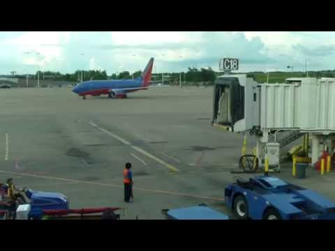 Southwest Airlines Boeing 737 Taxing to Gate at Nashville International Airport