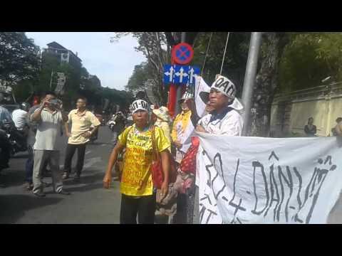 Biểu tình trước lảnh sứ quán Mỹ tại Sài Gòn ngày 29/4/2014 1