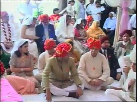 Karisma Kapoor Wedding PART 4 -eYetx8tM3Pg