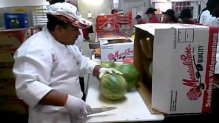 Bagaimana seorang ahli memotong semangka