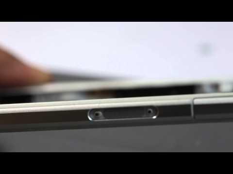 Chi tiết khung sườn Xperia Z2: bằng nhựa ốp nhôm, không phải nhôm nguyên khối