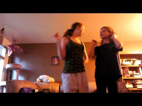Genhal Joen play Dance Central 2