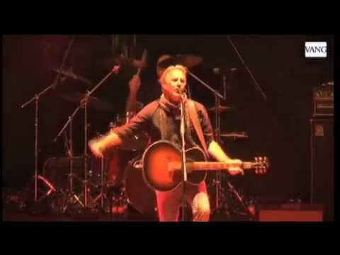Kevin Costner & Modern West - Barcelona - Tour Europe 2014 - snapshots