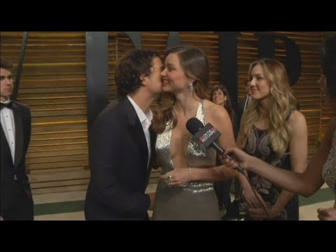 AWKWARD: Orlando Bloom interrupts Miranda Kerr's interview at Vanity Fair Oscars party