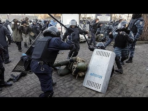 Tension in Ukraine as protesters anticipate more battles