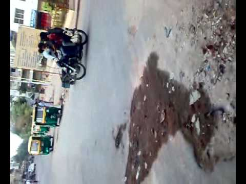 AMC Pothole filled with Mitti is not OK 05072009