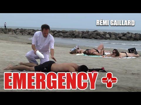 Забеганиот Реми Гаилард во улога на доктор во итната медицинска помош