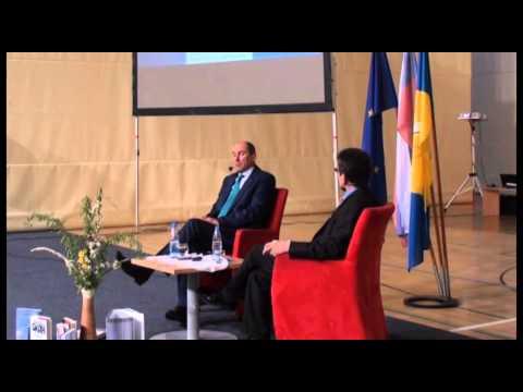 Janez Janša na predstavitvi knjige Okopi v Mariboru