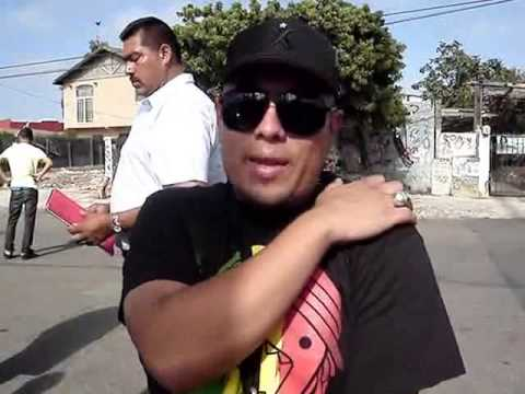 Max Hernandez Jr mandandome saludos aww lo amo