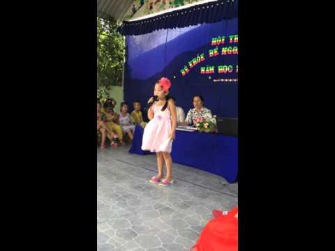 Bé phương Nghi hát