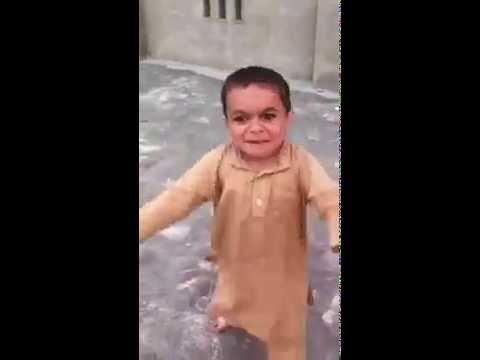 Pequeno dançarino feliz