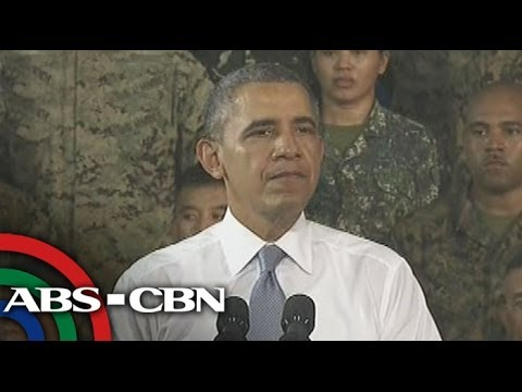 Obama gives a speech in Fort Bonifacio
