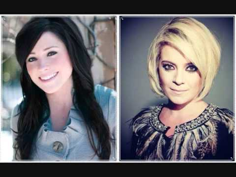 Kari Jobe e Mariana Valadão - What Love Is This - Que Amor é Esse - 2013