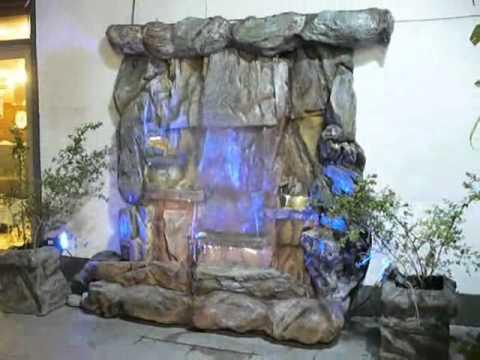 Dise o de jardines cascada artificial luminosa de rocas - Diseno de jardines ...