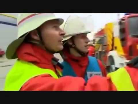 Xem lính cứu hỏa nước ngoài chữa cháy nhà xưởng