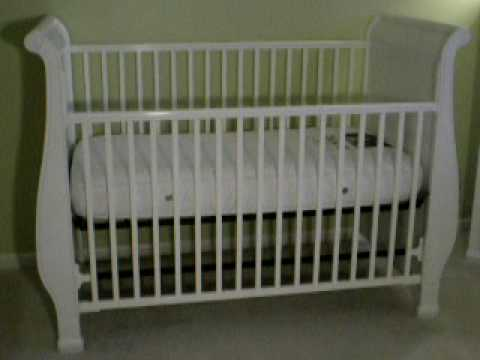 Gorgeous Simmons Venetian Sleigh Crib in White with