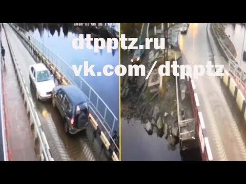 На Соломенском понтонном мосту столкнулись два автомобиля