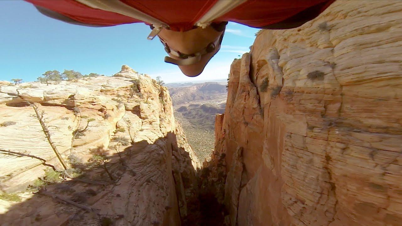Wingsuit : Marshall Miller vole à travers un canyon très étroit