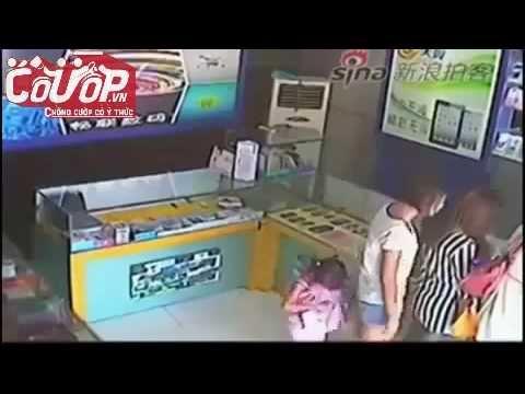 Bé gái 3 tuổi trộm iPad giấu vào váy cực