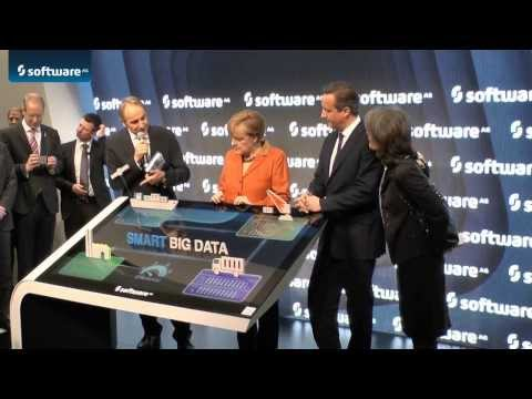 CeBIT 2014: Angela Merkel und David Cameron auf dem Software AG Messestand
