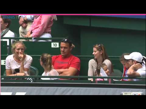 Roger Federer waving and talking to his twins after Halle victory