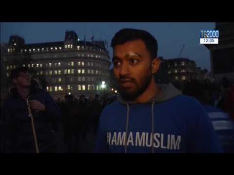 Gran Bretagna: si ricordano le vittime dell'attentato. Londra non abbassa la testa