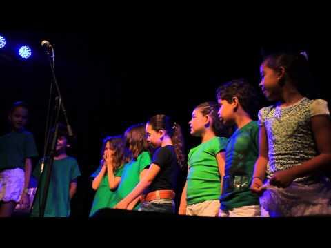 VIVA Escola de Artes - Coral VIVA Kids canta