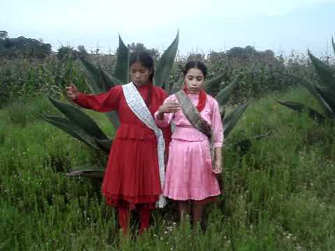 Niñas Mazahuas recitan poema a Corazón Jade de México A.C.