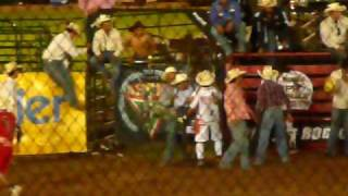 INCREIBLE ACCIDENTE SALIO VIVO EN JINETEO DE TOROS Www