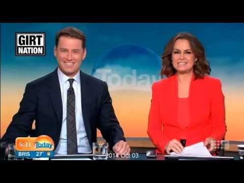 بالفيديو.. إعلامي أسترالي في نفس البدلة لعام تقريبا