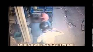 Bandidos armados assaltam supermercado em Pomp�u