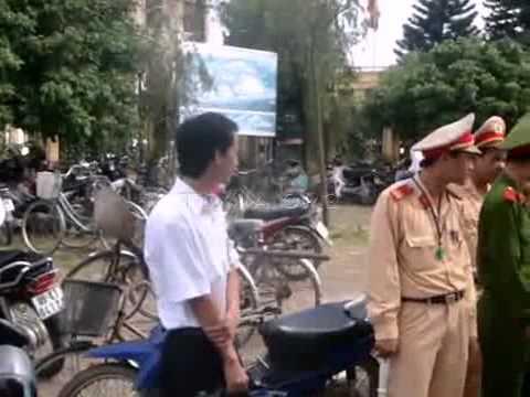 Nông dân Văn Giang biểu tình tại UBND huyện 4/7/2012