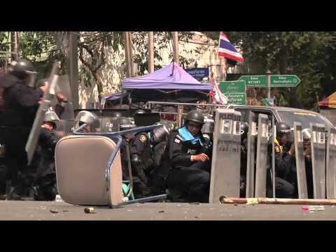 Cận cảnh cảnh sát Thái Lan cụt chân do đá lựu đạn cứu đồng đội