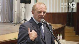 Не сглаживая острые углы. Глава города пообщался с жителями посёлка Заводской.