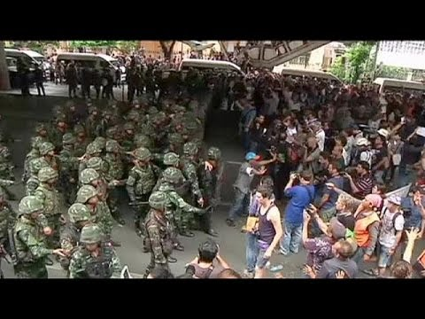 Thai army threatens coup opponents with military courts