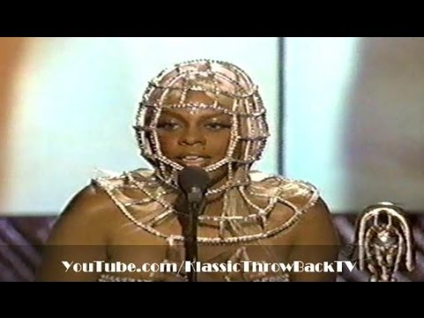 Lil' Kim wins Soul Train Award (1998)