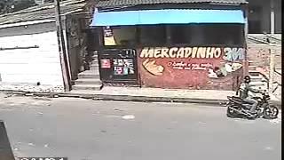 Ladrão se lasca em assalto a um mercadinho -