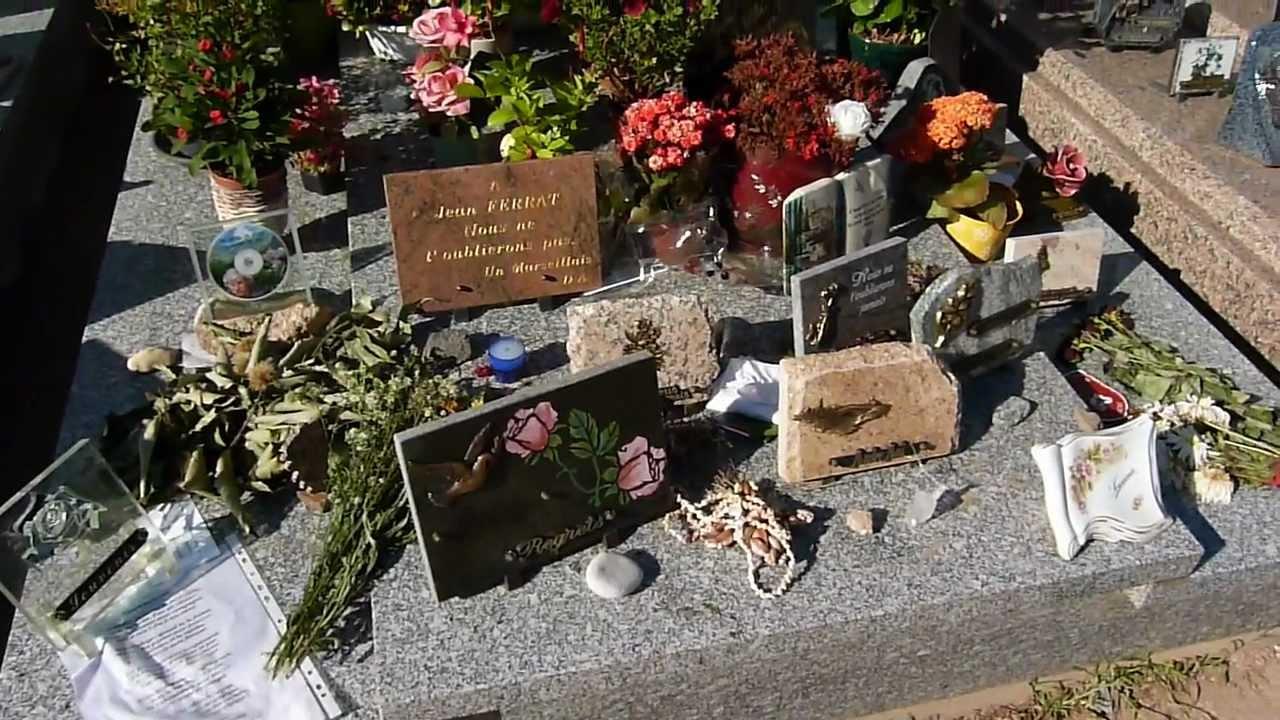 Tombe de jean ferrat jean tenenbaum a antraigues sur for Antraigues sur volane maison de jean ferrat