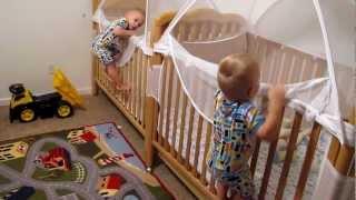 Video Lucu, Bayi Kembar Disuruh Tidur, Langsung Bergerak