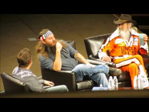 """Duck Dynasty Stars """"Ready to Move On"""" After Phil Robertson Suspension"""