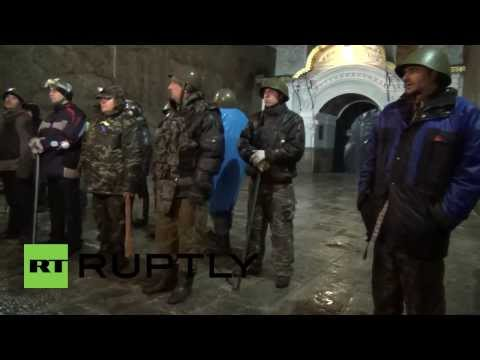 Ukraine: Kiev-Pechersk Lavra surrounded by armed protesters