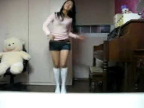bnat la fac - High School Girl dancing