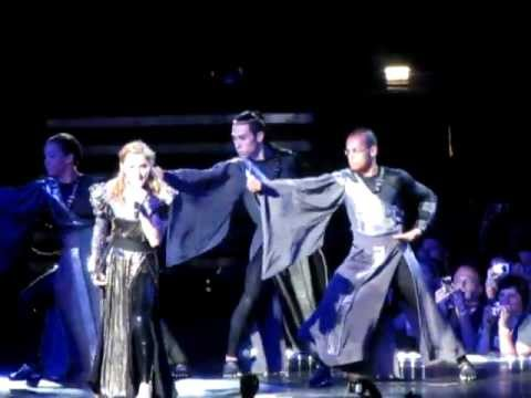 Madonna - I'm addicted live MDNA world tour ITALY