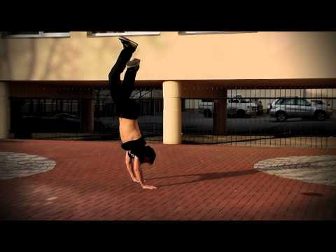 Lukas (slow motion) round off backflip
