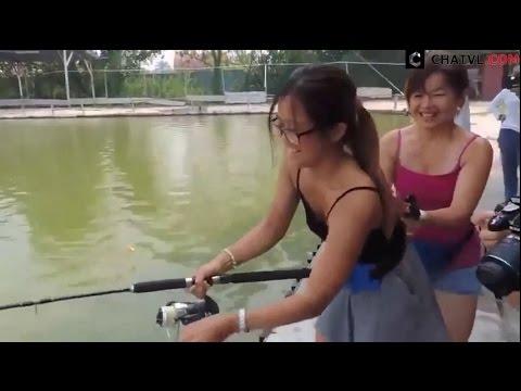 Cô gái câu cá lớn