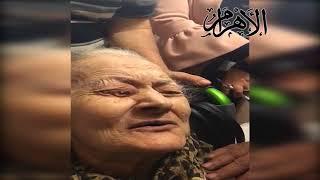 في لفتة إنسانية.. سفير مصر بالكويت يساعد سيدة عجوز مصرية للإدلاء بصوتها في الانتخابات الرئاسية