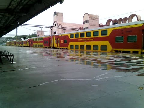 SMALLEST DOUBLE DECKER EXPRESS OF INDIA HABIBGANJ INDORE